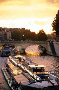 Pariisi on maitokahvia ja kulttuurielämyksiä