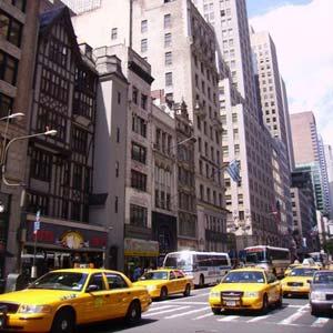 New York sykkii kellon ympäri
