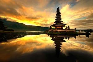 Rantojen, tulivuorien ja temppeleiden Bali